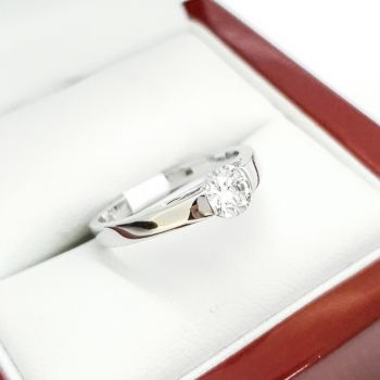 Estate Jewellery, Engagement Ring with a certified high quality, VS/G GIA Diamond
