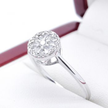 Diamond cluster ring, engagement ring, gorgeous VS1 G colour Brilliant and Baguette cut Diamonds. Great Value
