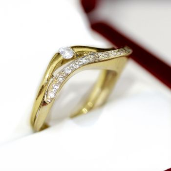 Anniversary ring in 18ct gold wave style band with brilliant cut Diamonds.
