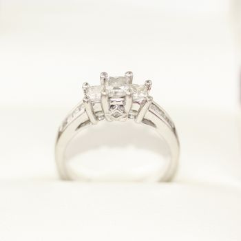 Diamond engagement ring, featuring 4 princess cut Diamonds, White gold