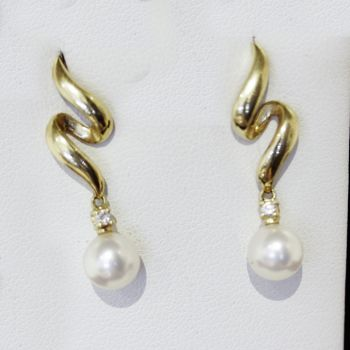 Vintage Diamond and Pearl drop earrings, in 14ct yellow gold.