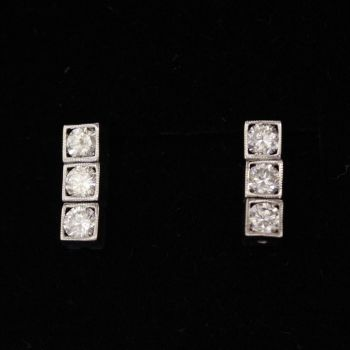 Beautiful Diamond Drop earrings, simple, elegant, suitable for everyday wear