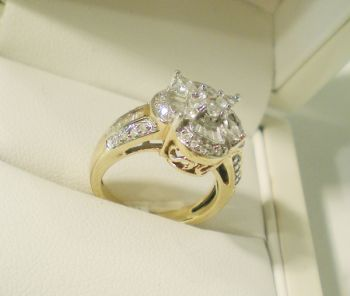 Vintage Diamond cluster ring with 61 diamonds in yellow gold with amazing baguette diamonds