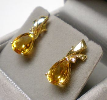14ct yellow gold Citrine & Diamond drop stud earrings set featuring a brilliant cut Diamond