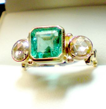 Antique Emerald & old Diamond ring,beautiful 18ct antique emerald ring