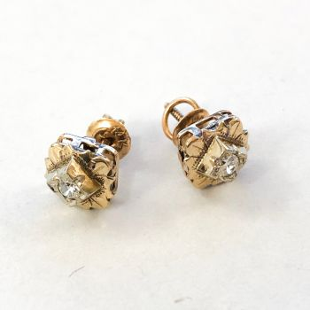 Antique earrings in yellow gold
