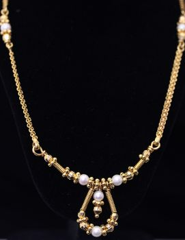 Beautiful rare vintage 22ct yellow gold and cultured pearl necklet.