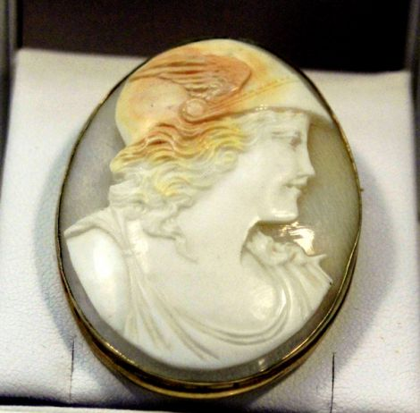 Lovely Art Deco to Art Nouveau Shell Coral Cameo brooch/pin with Sardonox carving