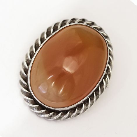 Beautiful oval Agate brooch with roped shaped bezel set in silver, circa 1930's