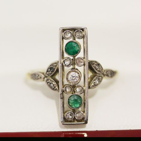 Antique Ring with Diamonds and Emerald, Georgian Ring with European cut Diamonds